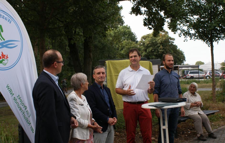 Eröffnung WasserWeg: links nach rechts Till Winkelmann (Stiftung Umwelt & Entwicklung NRW), Marianne Münnich (stellv. Bürgermeisterin Hilden), Thomas Geisel (Oberbürgermeister Düsseldorf), Matthias Möller (Vorsitz NaturFreunde Düsseldorf), Markus Maaßen (NaturFreunde NRW)